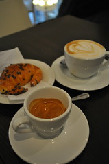 Espresso and Cappuccino with Mignon al cioccolato
