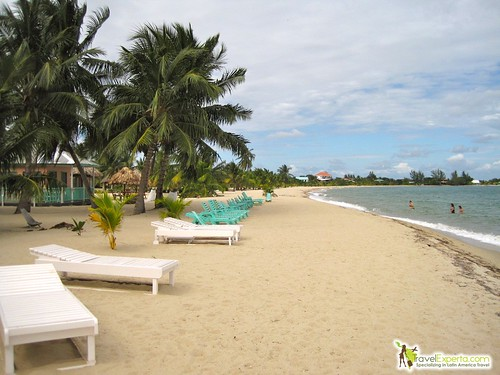 Quick Travel Guide to Belize - placencia beach in belize