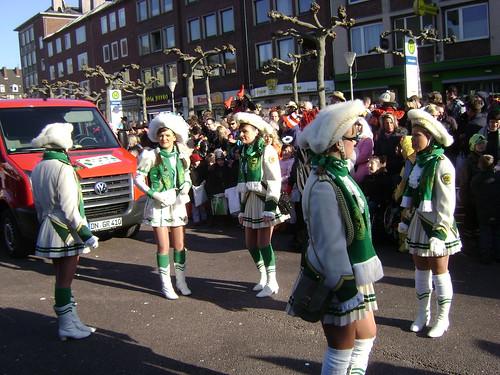 Niñas, Desfile, Carnaval Düren 2011, Alemania/Girls, Parade, Karneval Düren' 11, Germany - www.meEncantaViajar.com by javierdoren
