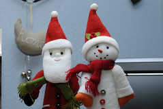 red(1.0), christmas decoration(1.0), santa claus(1.0), christmas(1.0), snowman(1.0),