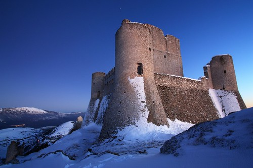 winter snow ice fort dusk neve neige abruzzo laquila roccacalascio beautifulcapture medievalfortress flickraward bellabruzzo tamronspaf1024mmf3545diiildasphericalif flickraward5 flickrawardgallery