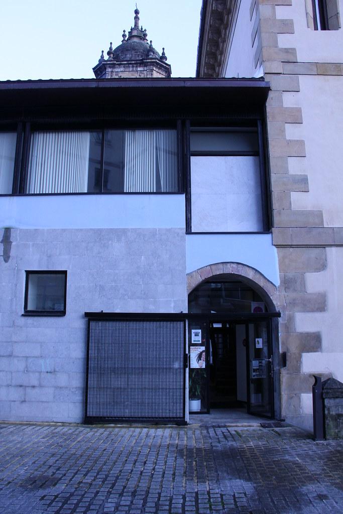 Imagen trasera del Ayuntamiento de Ermua