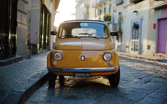 (Golden Fiat 500)