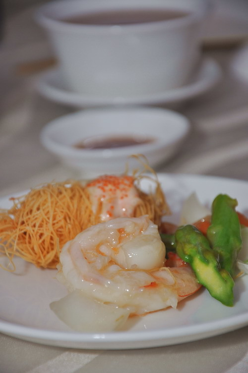 Stir fried Prawn with seasonal green and scallop roll