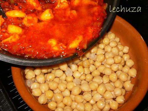 Garbanzos con langostinos-añadir  salsa