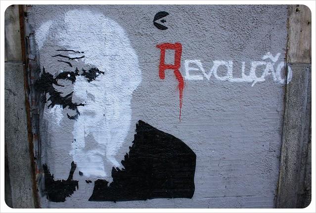 lisbon graffiti revolucao
