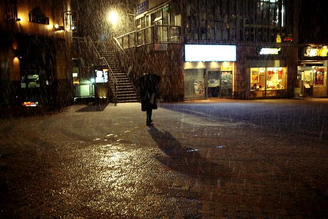 広場の降雪