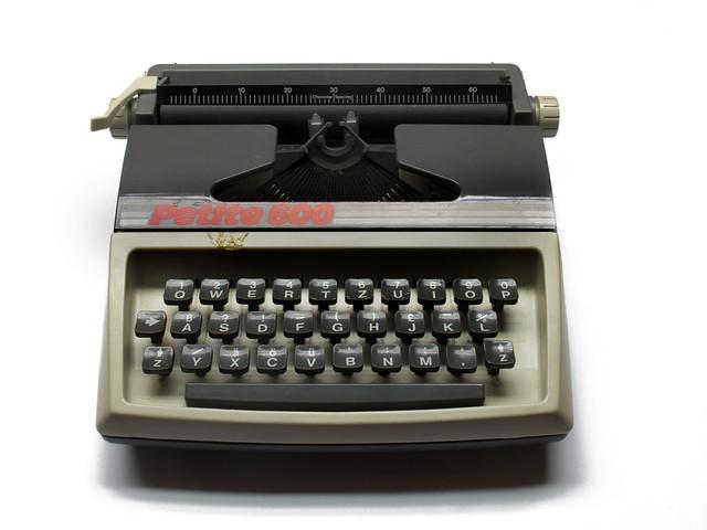Petite 600 toy typewriter