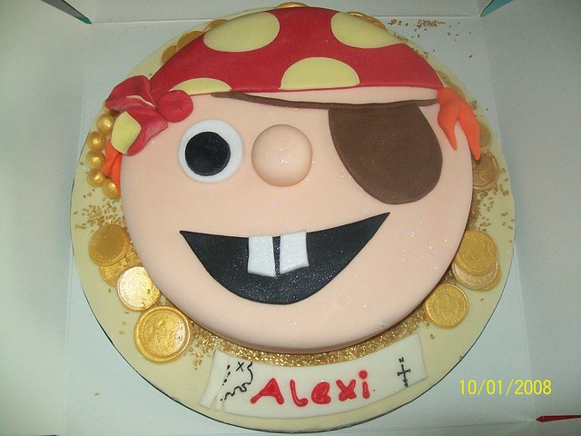 Easy to Make Pirate Cakes http://www.flickr.com/photos/vanillacakes2/6821548701/