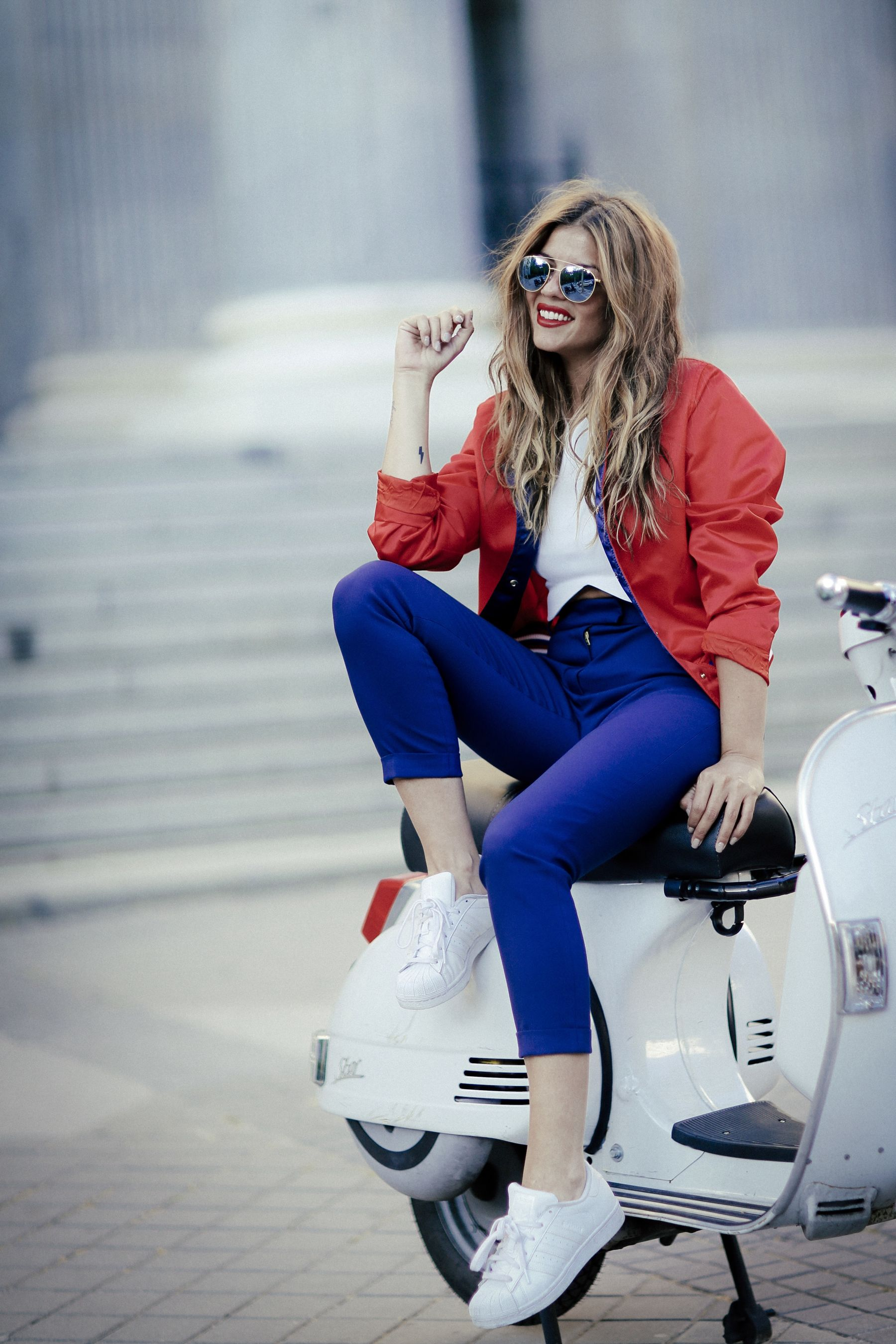 adidas zapatillas sneakers superstar tommy hilfiger collection pants pantalones bomber jacket chaqueta zara top sunglasses gafas de sol madrid outfit look primavera spring street style trendy taste _1