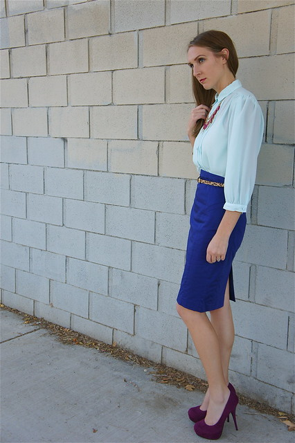 Blue color blocking outfit
