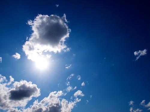 Vliegtuigje bij de zon