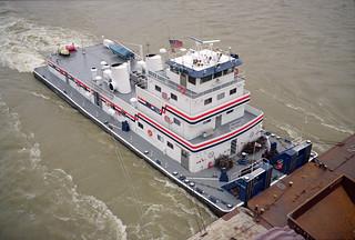 a5k022: Bruce Darst upbound on Ohio River at Louisville