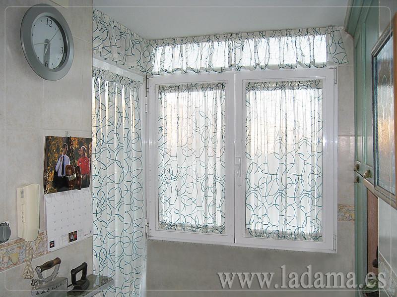 Fotograf as de cortinas de cocina la dama decoraci n - Visillos para cocina ...