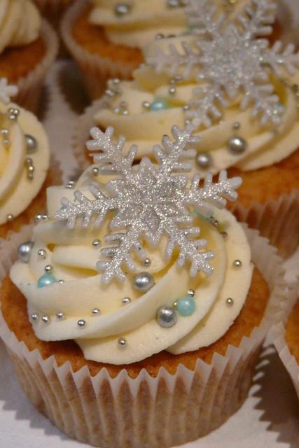 Glittery Snowflake | Vanilla Lovers cupcakes with glittery ...