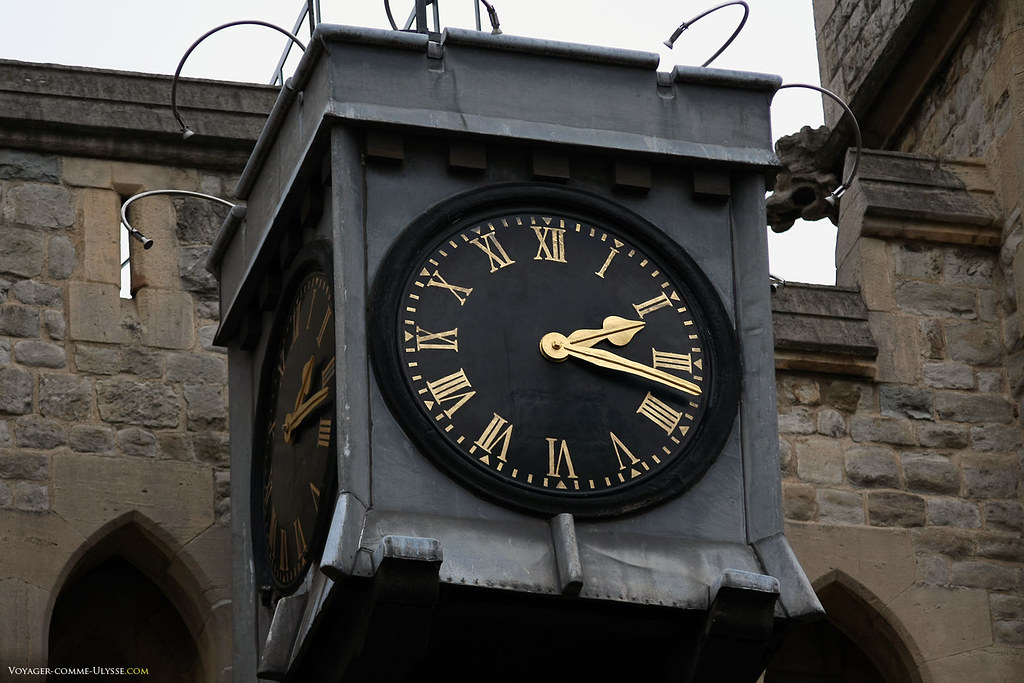 Belle horloge de la Tour de Londres, avec son cadran en chiffres romains.