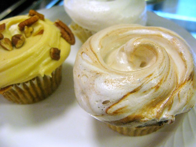 Magnolia cupcakes by Caroline on Crack