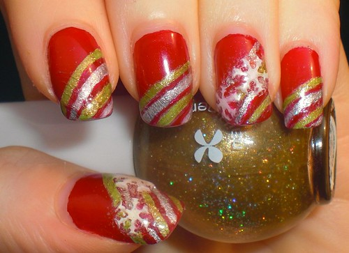 First 3D manicure- Xmas Snowflakes by KitaRei