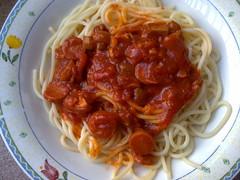 italian sausage(0.0), fettuccine(0.0), carbonara(0.0), spaghetti alla puttanesca(1.0), tomato sauce(1.0), bucatini(1.0), spaghetti(1.0), pasta(1.0), meat(1.0), pasta pomodoro(1.0), bolognese sauce(1.0), naporitan(1.0), produce(1.0), pici(1.0), food(1.0), dish(1.0), european food(1.0), cuisine(1.0),