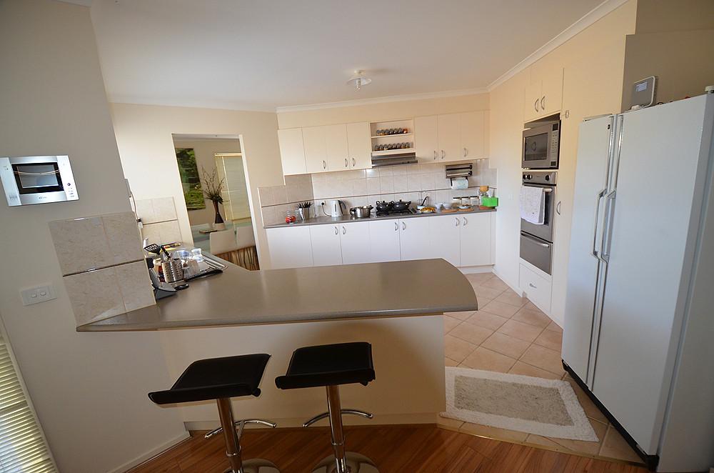 taylors hill victoria tripcarta. Black Bedroom Furniture Sets. Home Design Ideas