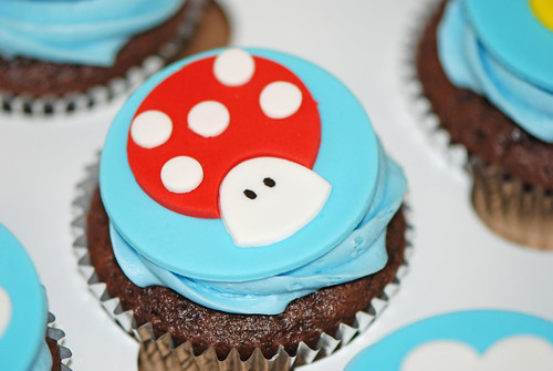 mushroom cupcakes for a Super Mario Brothers birthday party