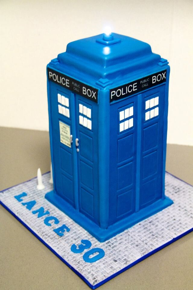 Geek Art Gallery Sweets TARDIS Cake