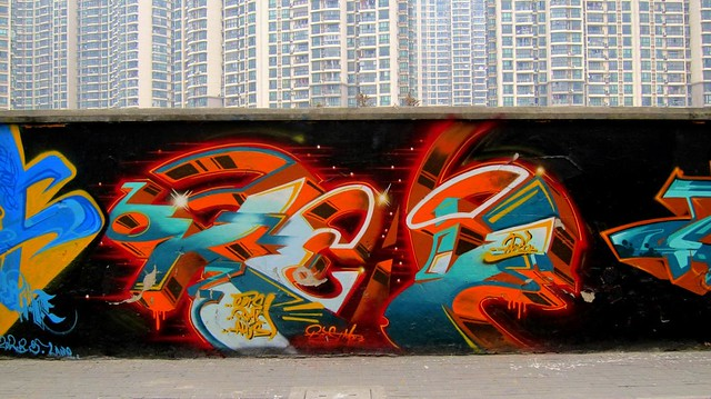 graffiti | huri . oops . bmc | shanghai . moganshan road