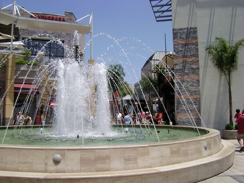 Fuente y Verano, Parque Arauco, /Fountain and Summer, Parque Arauco,  Av Kennedy, Las Condes, Santiago, Chile - www.meEncantaViajar.com by javierdoren