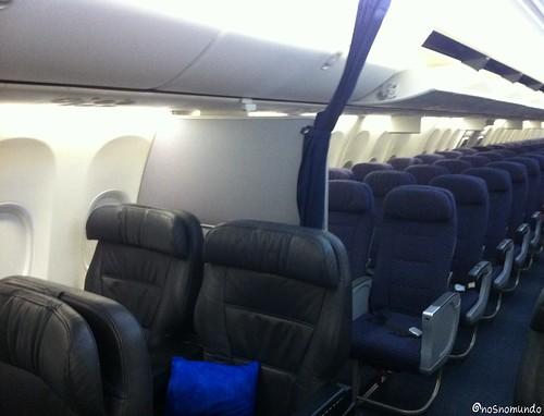 Diferença dos assentos da classe executiva e da econômica da Copa Airlines