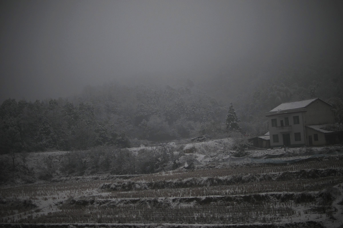 A light overnight snow scattered along some of the higher regions near Wuhan were still visable in the morning.