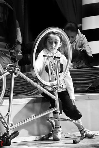 Yo tengo la bici ruedas para arriba by joan_roig