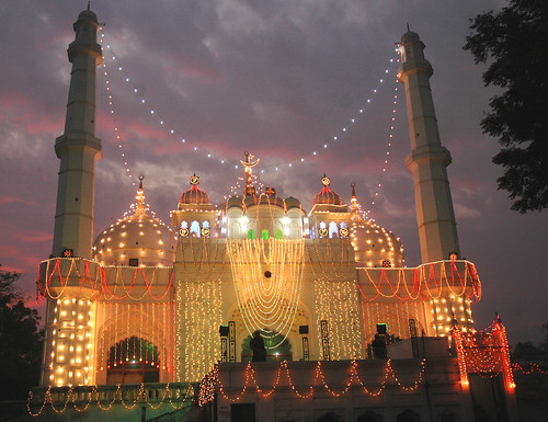 Jameel Aahmed Milansaar: Lucknow Muslims celebrate Milad-un