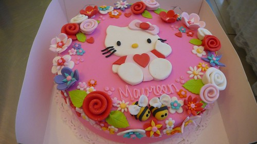 Hello Kitty Cake by CAKE Amsterdam - Cakes by ZOBOT
