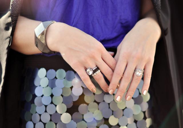hands-rings-pailettes