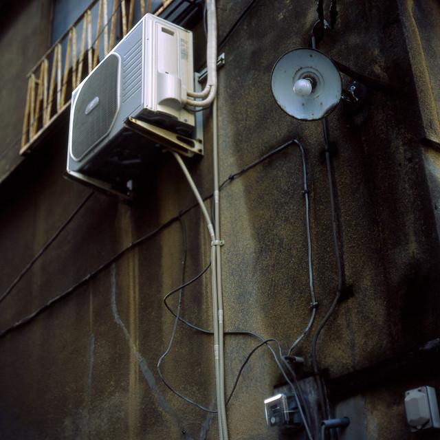 裸電球の街灯