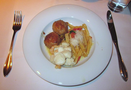 Kalbsfleischpflanzerl, Fischcurry & Cassareccia / beef meatball, fish curry and noodles