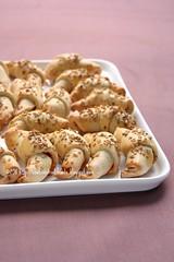 Mini croissant di patate con confettura di peperoncino e pecorino
