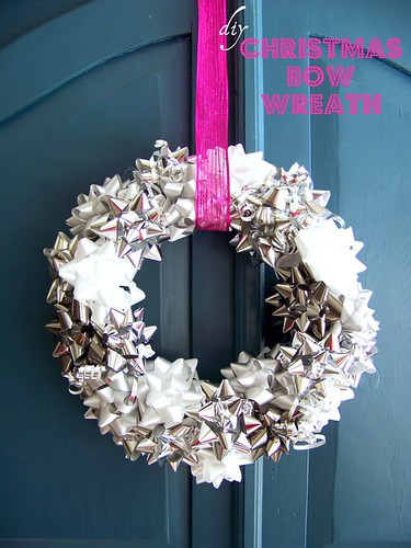 METALLIC BOW WREATH
