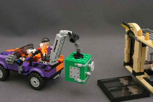 6864 The Batmobile and the Two-Face Chase - Bank 15