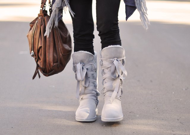 dominion gray lace up boots - kooba bag-casual outfit-gray and black
