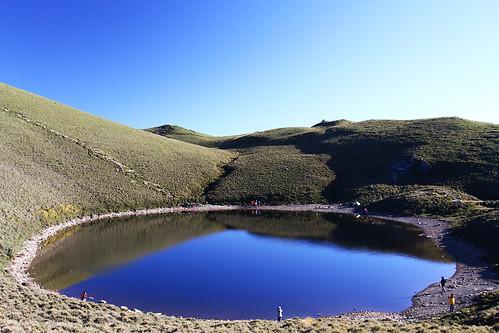 blue mountain lake green hiking taiwan climbing 台灣 台東 taitung 嘉明湖 南橫 中央山脈 百岳 向陽山 三叉山 高山湖泊 高山草原