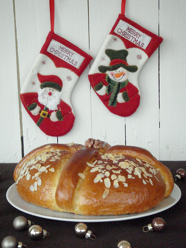 Greek sweet christmas bread - Xristopsomo