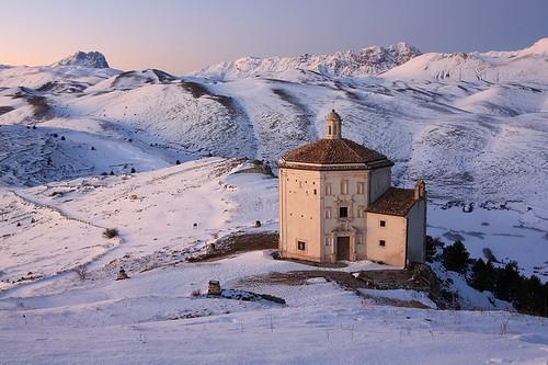 winter snow ice church dusk neve neige abruzzo laquila roccacalascio santamariadellapietà flickraward tamronspaf1024mmf3545diiildasphericalif flickraward5 flickrawardgallery