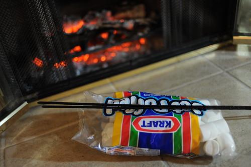 暖炉でマシュマロ