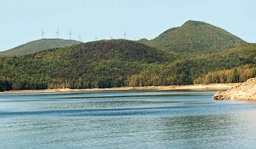 Reduced Turbines on Western Ridge, Harriman Reservoir, Vermont. Photo courtesy of Iberdrola Renewables.