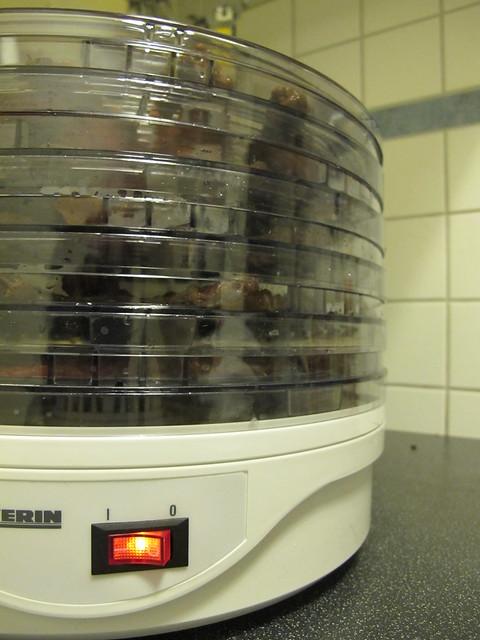 andere backen kekse. daniel macht beefjerky.