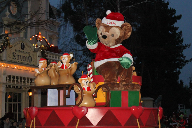 Disney's Once Upon a Dream Parade - Dreams of Christmas
