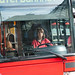Bitte lächeln! Chauffeuse im BernMobil Bus
