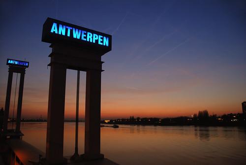 sunset silhouette bank quay schelde antwerpen kaaien