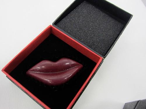 VOGUE 唇形 バレンタインチョコレート ラブキス サプライズミー